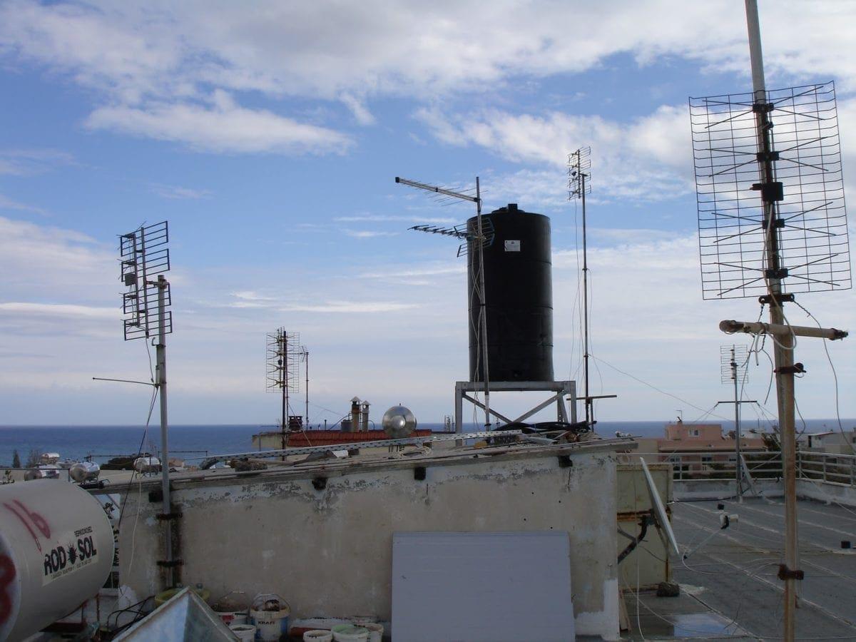 239 κεραίες κινητής τηλεφωνίας εγκατεστημένες στη Pόδο – Δείτε που είναι