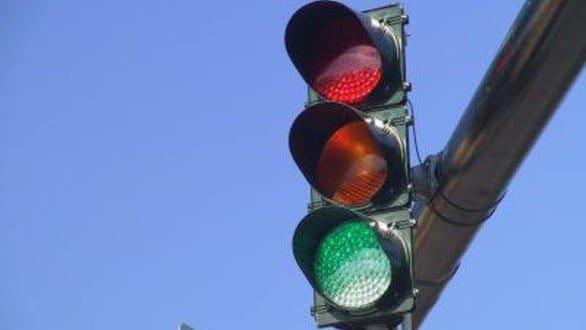 Σοβαρή βλάβη στη φωτεινή σηματοδότηση στην οδό Ακτή Σαχτούρη