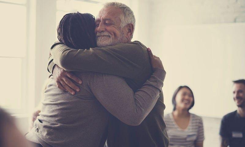 Τα οφέλη της αγκαλιάς στην υγεία