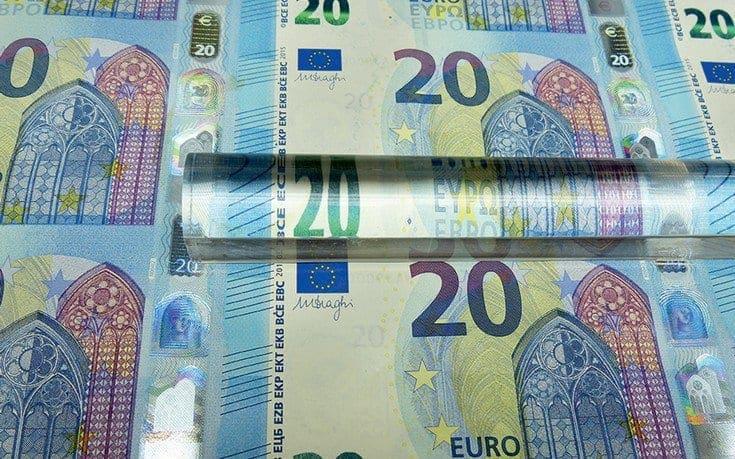 Μετρητά τέλος για συναλλαγές πάνω από 300 ευρώ
