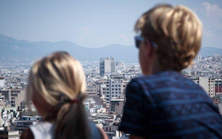 Πάνω από 3,3 εκατομμύρια Βρετανοί τουρίστες φέτος στην Ελλάδα