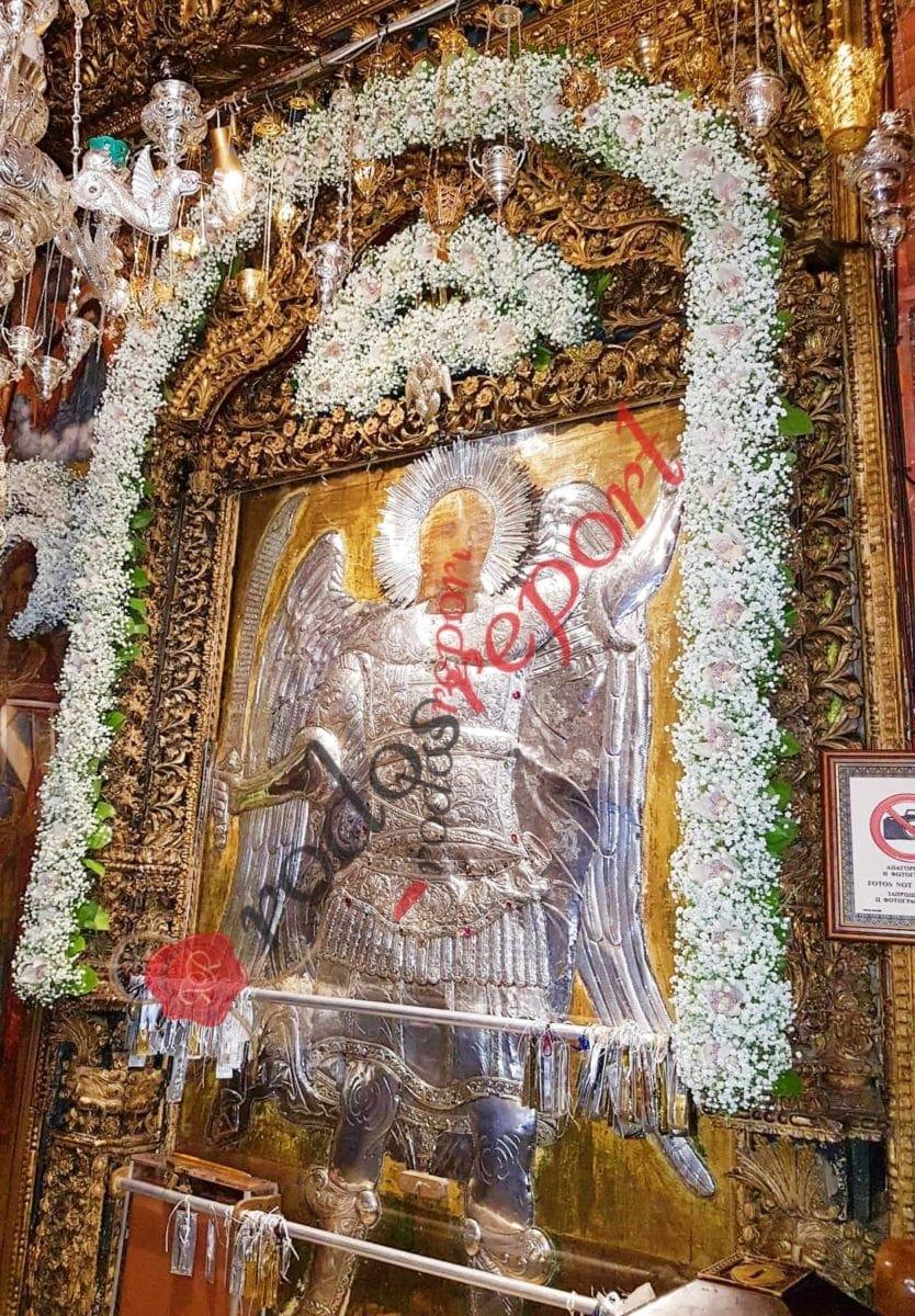 Ανθοστολισμένος ο Ταξιάρχης Πανορμίτης υποδέχεται χιλιάδες πιστούς για τη γιορτή του και φέτος