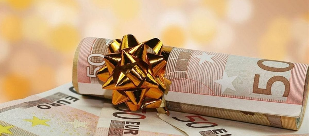 Δώρο Χριστουγέννων 2018: Πότε πρέπει να καταβληθεί και πώς να το υπολογίσετε