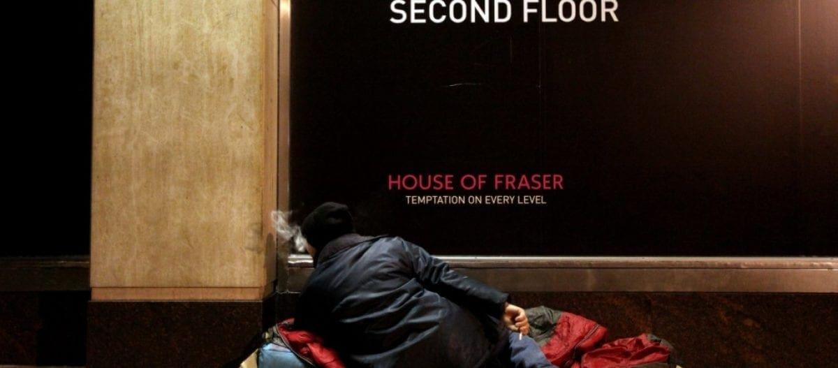 Έλληνας άστεγος πέθανε στο Λονδίνο: Τον πέταξαν έξω από το τμήμα Βρετανοί αστυνομικοί και τον σκότωσε το κρύο!