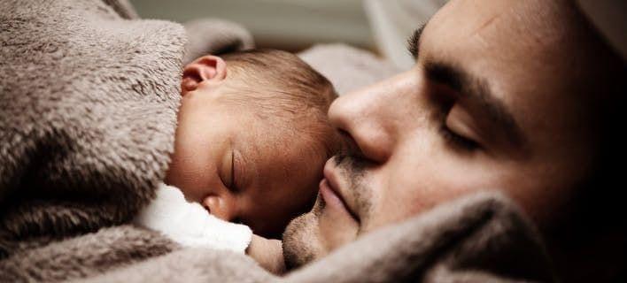 Μεγαλύτεροι κίνδυνοι για την υγεία του μωρού, αν ο πατέρας είναι μεγάλος