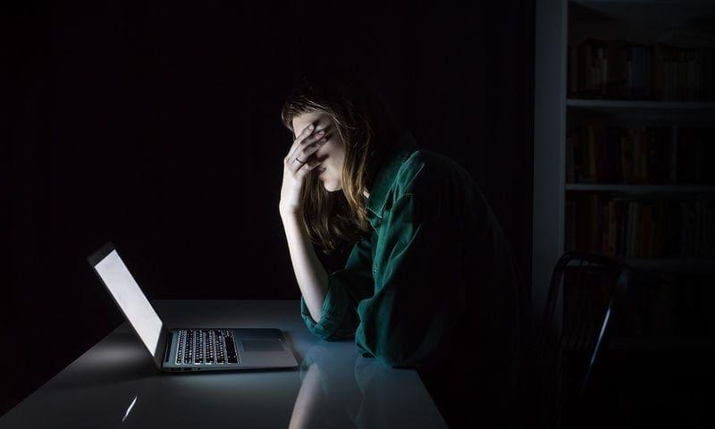 Βραδινό άγχος: Γιατί είναι χειρότερο για την υγεία