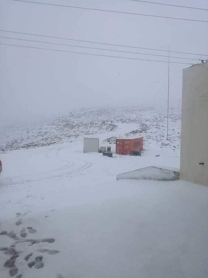 Χιονίζει και σήμερα στον Αττάβυρο ! (Φωτογραφίες κ βίντεο)