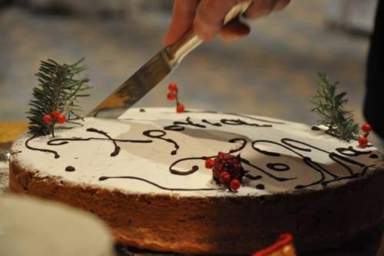 Κόβουν την πίτα τους οι ξεναγοί