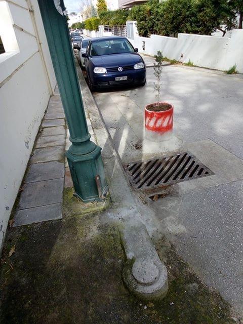 Ιξιά : Έχτισαν τσιμεντένια γλάστρα στο δρόμο !