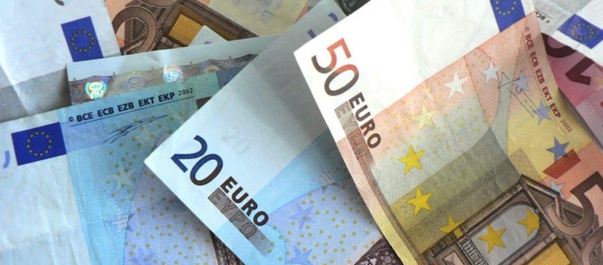 Τα δώρα στο Δημόσιο επιστρέφουν αλλά… «κουρεμένα»: Η κυβέρνηση θα θέσει όριο τα 300 ευρώ