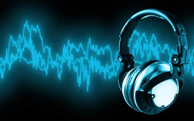 Ο Παγκόσμιος Οργανισμός Υγείας προειδοποιεί: χαμηλώστε τη μουσική