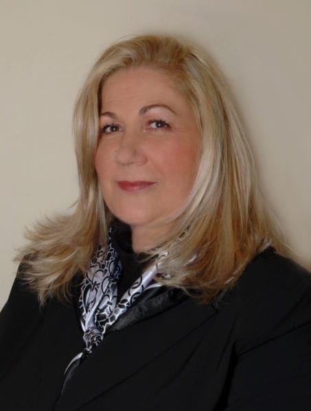 Στο πλευρό του υποψήφιου περιφερειάρχη Μανώλη Γλυνού η Λίτσα Ζανεττούλλη