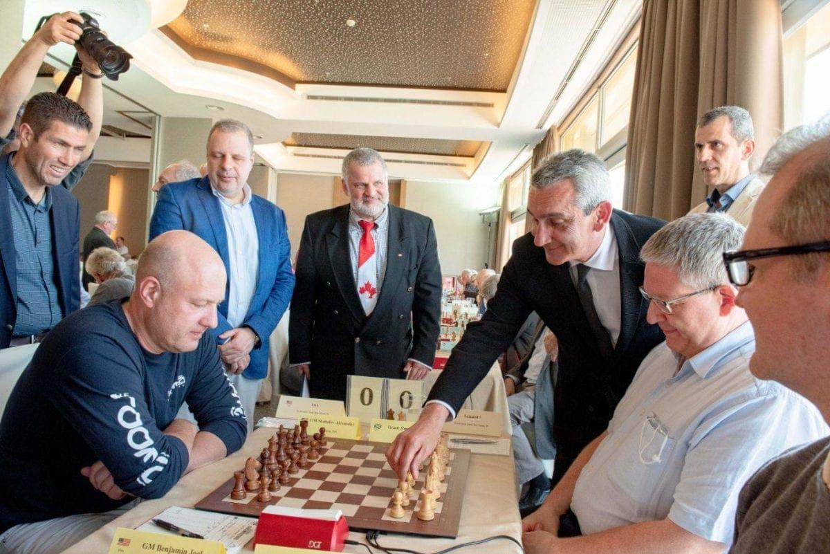 Ο Περιφερειάρχης, άνοιξε την πρώτη σκακιέρα, στην έναρξη του παγκόσμιου Πρωταθλήματος Σκάκι Ενηλίκων