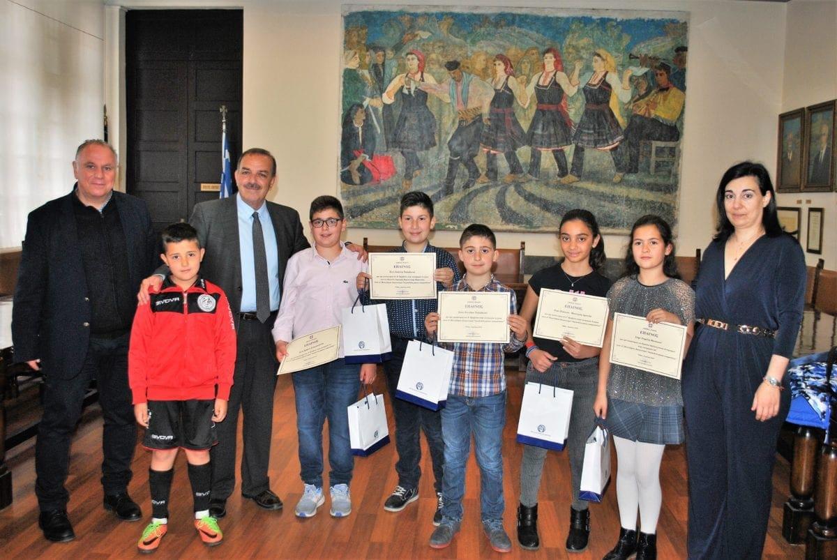 Επαίνους στους μικρούς πιανίστες που έφεραν βραβεία, έδωσε ο Δήμαρχος Ρόδου