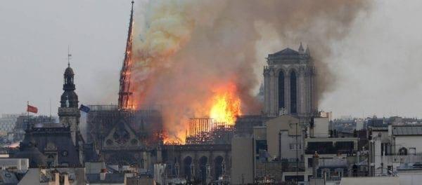 Παναγία των Παρισίων: Δείτε όλη την καταστροφή μέσα σε 1,5 λεπτό (βίντεο)