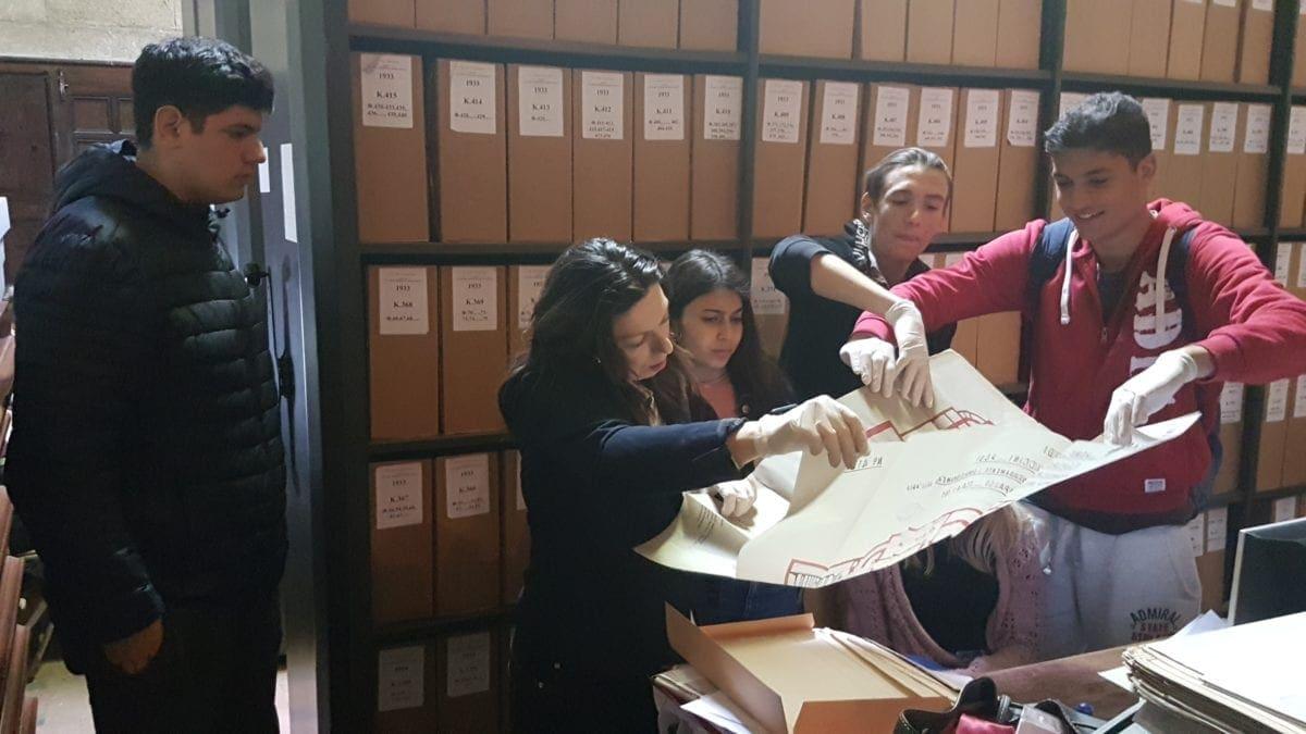 Τα παιδιά μαθαίνουν την τοπική ιστορία μέσα από δική τους έρευνα – Η δημιουργική εργασία του τμήματος  Β4 ΓΕΛ Κρεμαστής για το Εθνικό Θέατρο Ρόδου