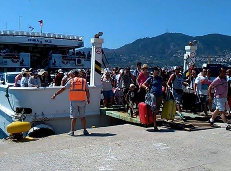 «Εισβολή» Τούρκων τουριστών στα ελληνικά νησιά
