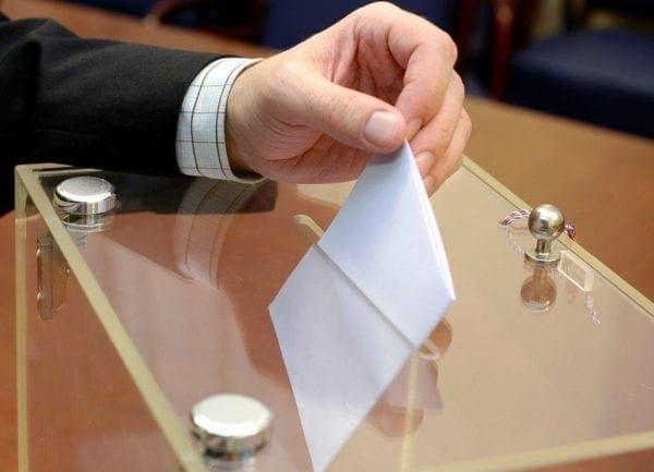 Σε εξέλιξη η εκλογική διαδικασία – Οι κάλπες κλείνουν στις 19.00