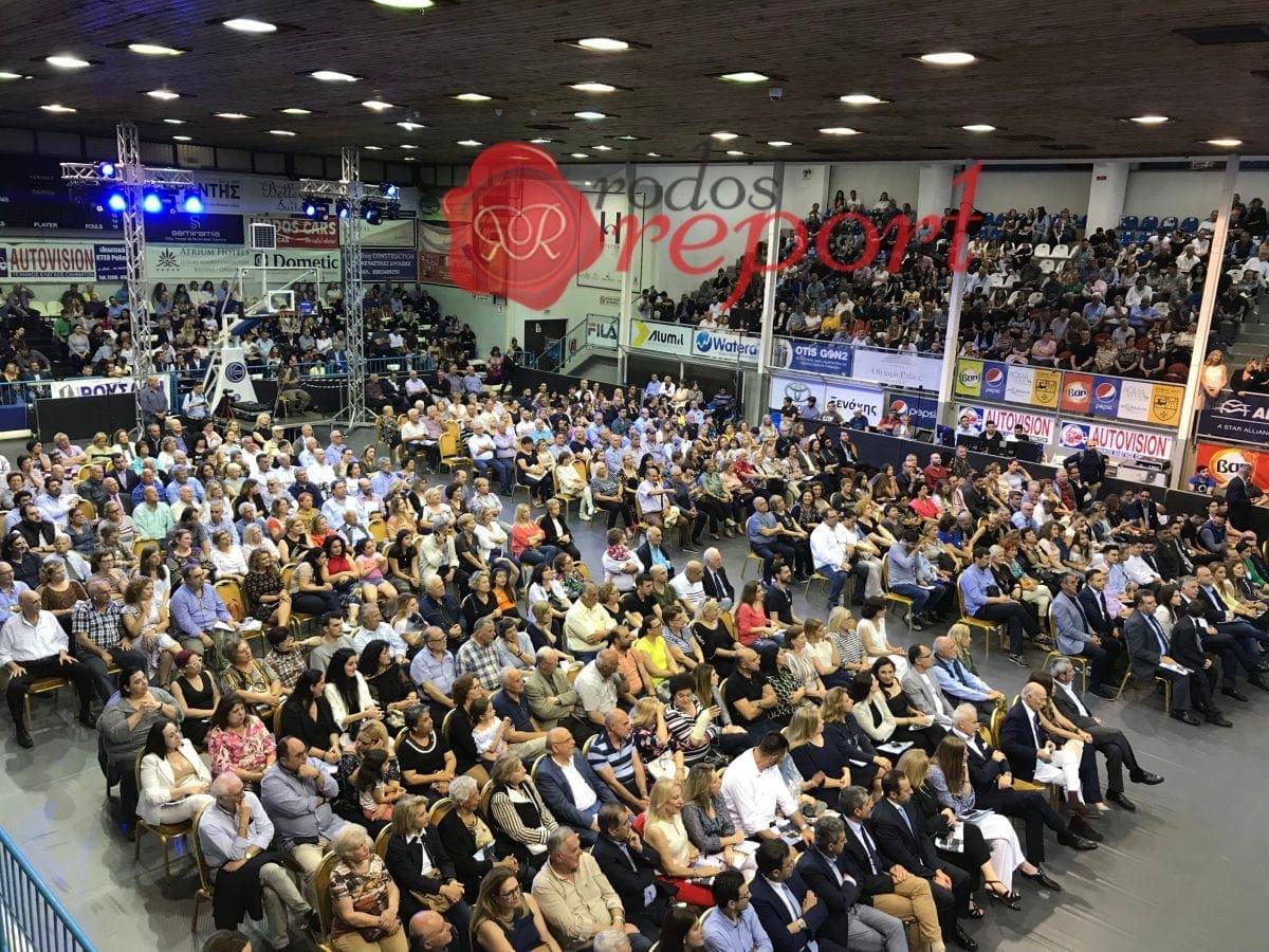 Με δυναμική παρουσία κόσμου και παλμό η κεντρική προεκλογική συγκέντρωση του Αντώνη Καμπουράκη – Φωτογραφίες
