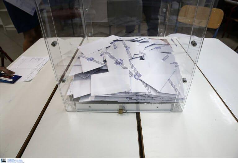 Σαρωτική νίκη του Χατζημάρκου έναντι του Γλυνού δείχνει δημοσκόπηση της ALCO για το newsit.gr