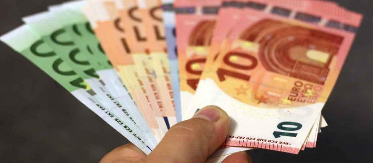 ΟΑΕΔ- Έκτακτο βοήθημα 720 ευρώ: Ποιοι και πότε θα το πάρουν – Δείτε αναλυτικά τα κριτήρια