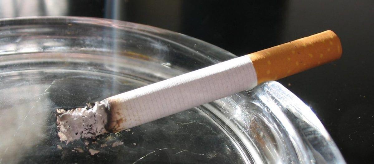 Καρκίνος του πνεύμονα: Τι έδειξε έρευνα για τα άφιλτρα τσιγάρα