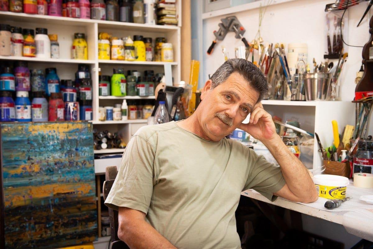 """""""CHROMA"""": Η έκθεση ζωγραφικής του Μανώλη Πέντε στο Κατάλυμα της Γαλλίας στη Ρόδο"""