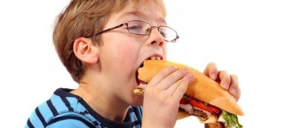 Τα υπέρβαρα παιδιά κινδυνεύουν με υπέρταση σύμφωνα με έρευνα