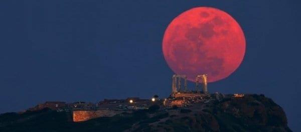 Πανσέληνος της Φράουλας: Το εντυπωσιακό φεγγάρι θα δεσπόζει απόψε στον ουρανό