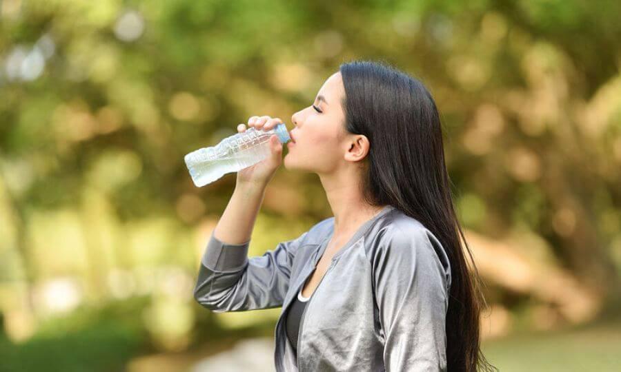 Πλαστικά μπουκάλια: Οι κίνδυνοι που κρύβουν για την υγεία
