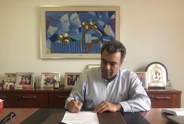 Ο Μάνος Κόνσολας κατέθεσε την υποψηφιότητά του