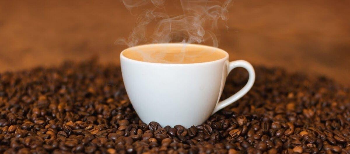 Πότε ο καφές γίνεται επικίνδυνος για την καρδιακή υγεία των νέων;