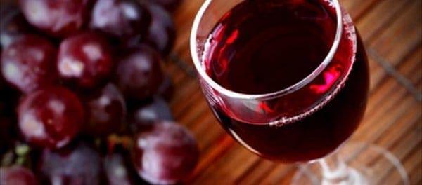 Ελληνικό κρασί έπιναν οι πρόγονοι του Αστερίξ – Τι αποκαλύπτουν υπολείμματα που βρέθηκαν μέσα σε κούπες και κανάτες