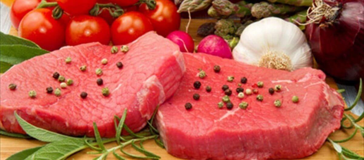 Έρευνα αποκαλύπτει πόσο μπορεί το κόκκινο κρέας να μας «μικραίνει» τη ζωή