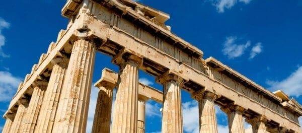 Bloomberg: «Ζητούνται μπάτλερ για να προσελκύσουν στην Ελλάδα πιο πλούσιους τουρίστες»