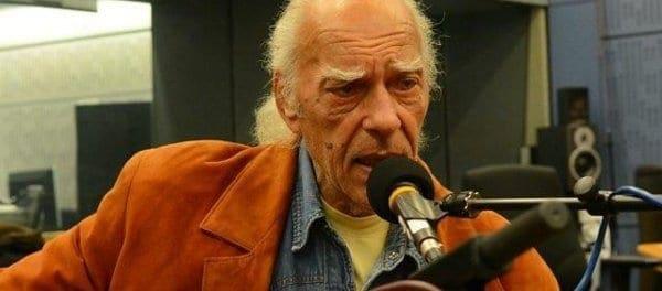 Πέθανε ο δεξιοτέχνης του μπουζουκιού Στέλιος Βαμβακάρης (βίντεο)