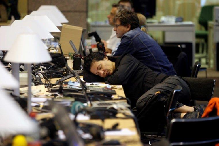 Λιγότερες από 7 ώρες ύπνου μπορεί να προκαλέσουν βλάβες σε ψυχική και σωματική υγεία