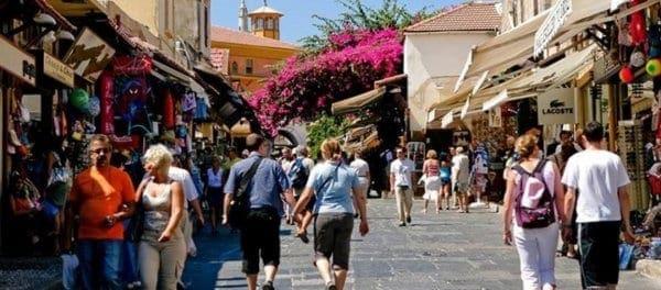 Πόσα ξοδεύουν στις διακοπές τους οι Γερμανοί τουρίστες; – Τι αποκαλύπτει έρευνα