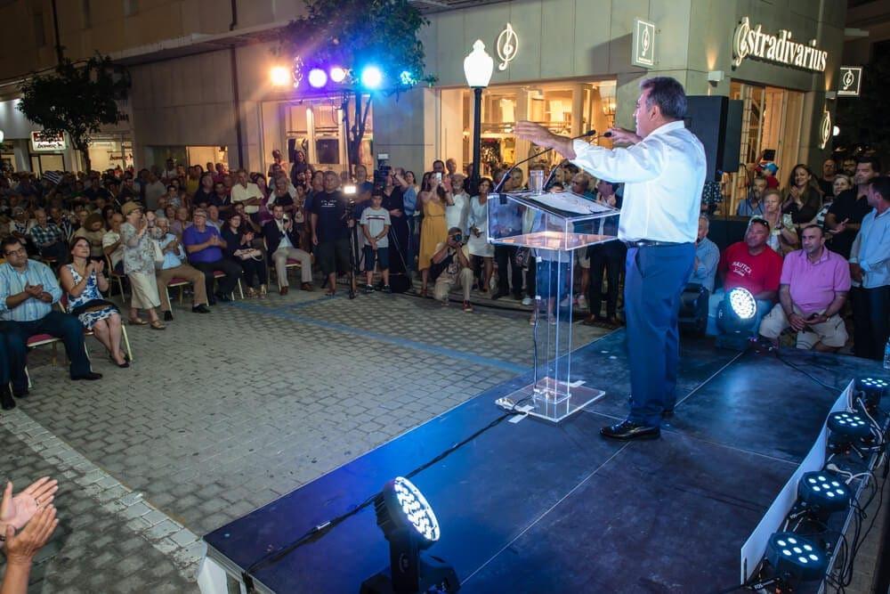 Πολυπληθής η προεκλογική ομιλία του Μάνου Κόνσολα