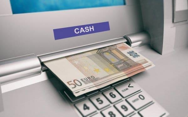 Πιο ακριβές από βδομάδα οι αναλήψεις από ΑΤΜ άλλων τραπεζών