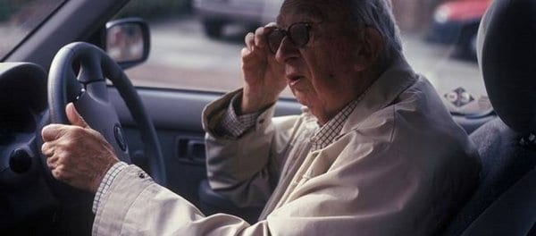 Παρατείνονται οι άδειες οδήγησης για τους άνω των 74 ετών