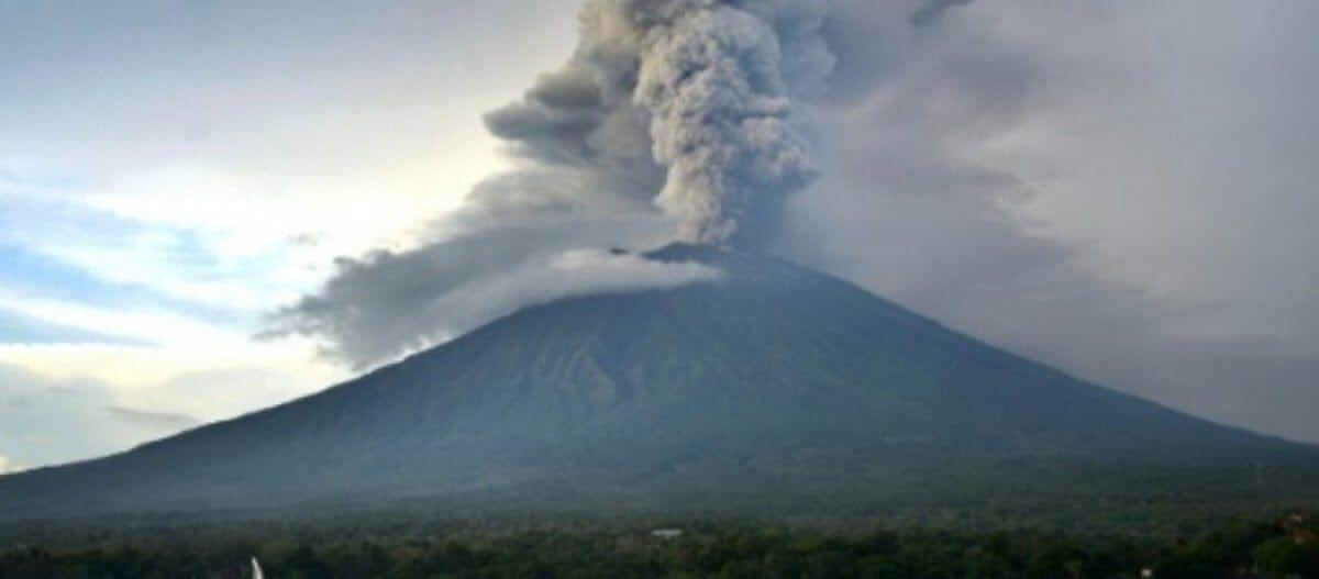 Πανικός στην Ιταλία: Ενεργοποιήθηκε το ηφαίστειο στο νησί Στρόμπολι – Νεκρός τουρίστας (βίντεο)