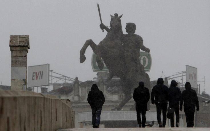 Σκόπια: Τοποθετήθηκε πινακίδα που λέει ότι ο Μέγας Αλέξανδρος είναι Έλληνας