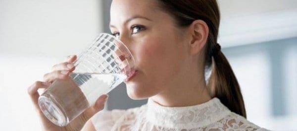 Πόσο σημαντικό είναι να πίνεις νερό όταν οδηγείς;