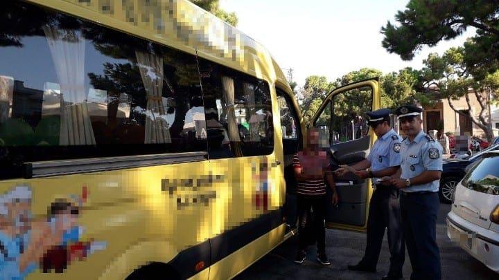 Ενημερωτικά φυλλάδια μοίρασαν οι αστυνομικοί στους μαθητές των σχολείων