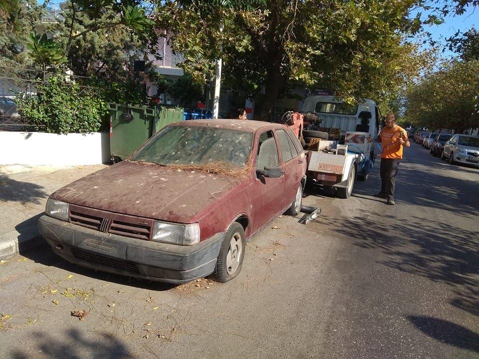 Απομακρύνθηκαν εγκαταλελειμμένα οχήματα στην πόλη της Ρόδου