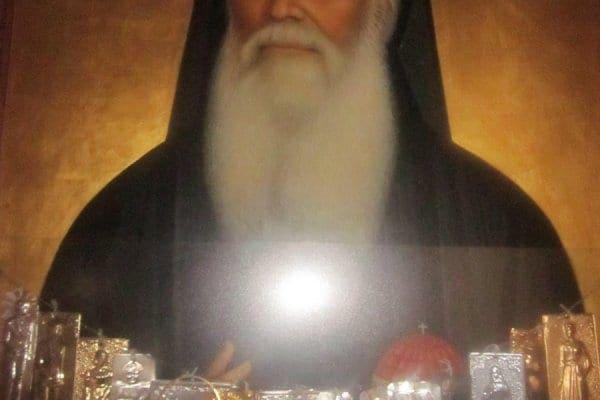 Ο Άγιος Αμφιλόχιος Μακρής – Η ανακομιδή των λειψάνων του