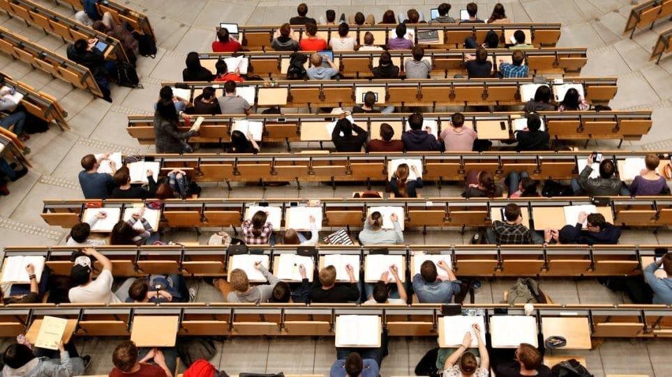 ΟΟΣΑ: Άνεργοι οι Έλληνες παρά τα πτυχία και τα μεταπτυχιακά