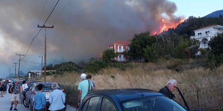 Φωτιά στην Κεφαλονιά -Εκκενώθηκαν προληπτικά τουριστικά καταλύματα