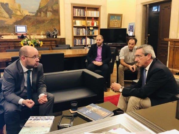 """Ξεκίνησε η συνεργασία της Περιφέρειας με την Ευρωπαϊκή Τράπεζα Επενδύσεων – Χατζημάρκος: """" Ο στόχος μας είναι ν'  ανοίξουμε νέες ευκαιρίες για τα νησιά μας"""""""